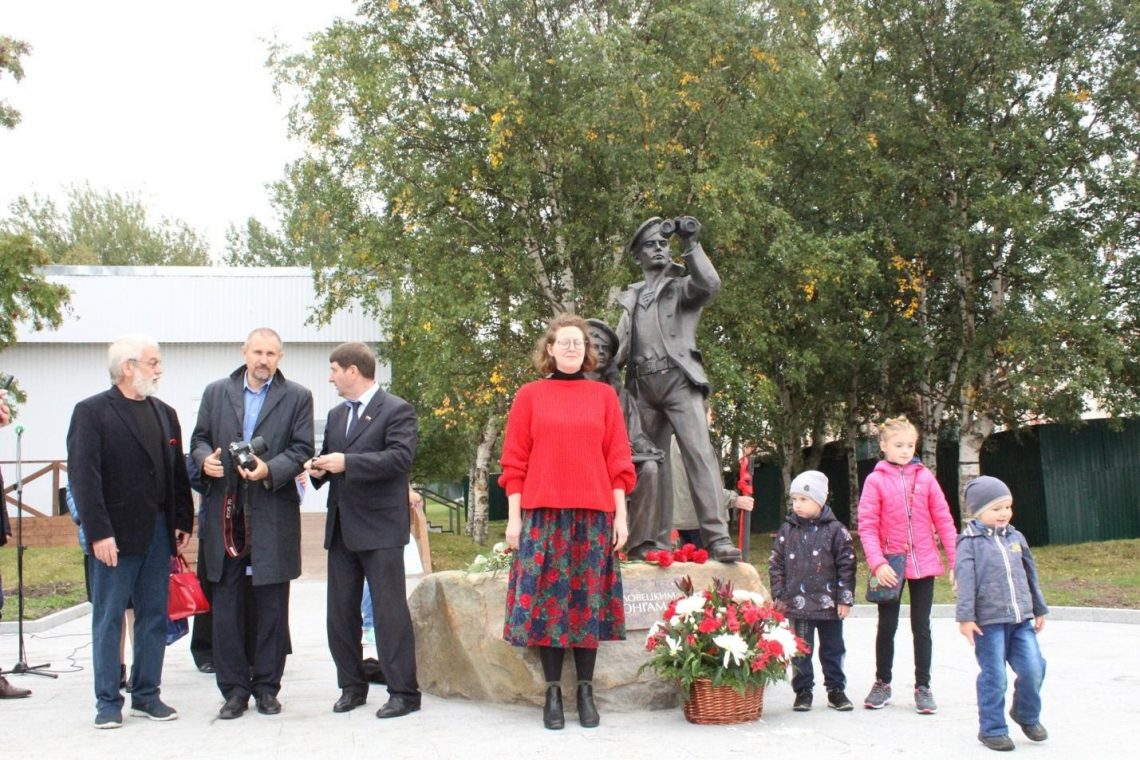 Figure 4: Roberts at the at the opening ceremony for a statue at the Solovetsky Sailor's School (Shkola Iung)